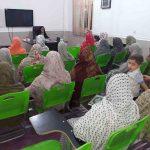 برگزاری کلاس تعالیم اسلام برای خواهران در روستای هشنیز، توسط خانم مژگان دربان